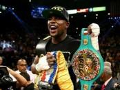 Mayweather, campeón peso mediano junior, versión Consejo Mundial de Boxeo (CMB) y de la Asociación Mundial de Boxeo (AMB).