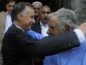 Fernando Calloia se encontró con Mujica, con quien se dio un fuerte abrazo.