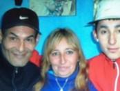 Sergio Lemos, a la derecha, junto a sus padres