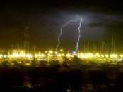El puerto de Punta del Este bajo la tormenta. Foto: Ricardo Figuerdo