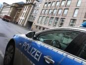 Un coche de policía frente a un tribunal de Fráncfort (oeste de Alemania), el 24 de enero de 2014 (AFP | Daniel Roland)