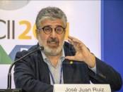 El economista jefe del Banco Interamericano de Desarrollo (BID), José Juan Ruiz, durante la rueda de prensa ofrecido en el complejo turístico Costa de Sauípe (Brasil), a unos 70 kilómetros al norte de la localidad de Salvador, en la que ha presentado el informe macroeconómico anual de la región que prevé un crecimiento del 3% para este año. EFE