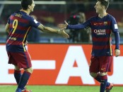 . Yokohama (Japan), 20/12/2015.- Barcelona's forward Luis Suarez (L) celebrates after scoring with team mate Lionel Messi (R) during the final match of the FIFA Club World Cup 2015 between FC Barcelona and River Plate in Yokohama, south of Tokyo, Japan, 20 December 2015. (Tokio, Mundial de Fútbol, Japón) EFE/EPA/KIMIMASA MAYAMA