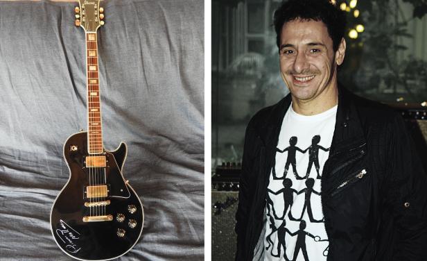 La gitarra donada por Ricardo Mollo.