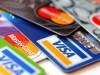 Los grupos estadounidenses de tarjetas bancarias Visa y MasterCard dejaron de suministrar su servicio de pago a los clientes de varios bancos rusos después de las sanciones anunciadas la víspera por Estados Unidos.