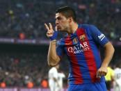 GRA302. BARCELONA, 03/12/2016.- El delantero uruguayo del FC Barcelona, Luis Suárez celebra su tanto ante el Real Madrid durante el partido de la decimocuarta jornada de Liga que disputan en el Camp Nou de Barcelona. EFE/Toni Albir